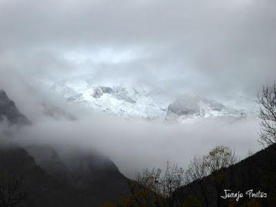 """P1080448 - Del """"veroño"""" a ver nieve de nuevo en el Valle de Benasque."""