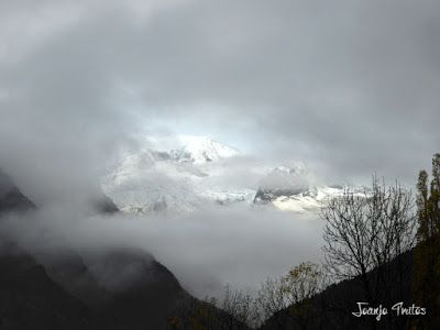 """P1080451 - Del """"veroño"""" a ver nieve de nuevo en el Valle de Benasque."""