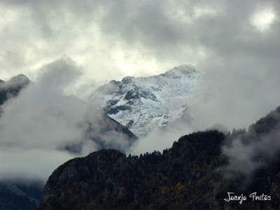 """P1080511 - Del """"veroño"""" a ver nieve de nuevo en el Valle de Benasque."""