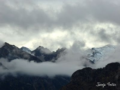 """P1080513 - Del """"veroño"""" a ver nieve de nuevo en el Valle de Benasque."""