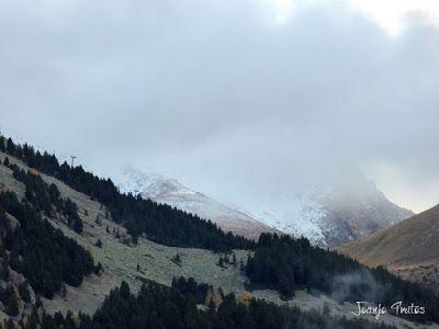 """P1080516 - Del """"veroño"""" a ver nieve de nuevo en el Valle de Benasque."""