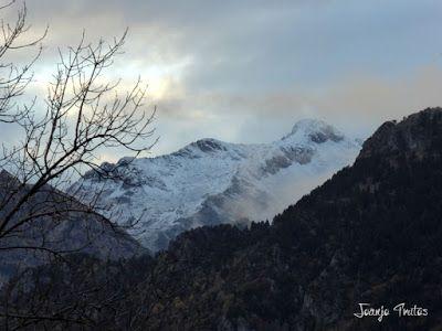 """P1080517 - Del """"veroño"""" a ver nieve de nuevo en el Valle de Benasque."""