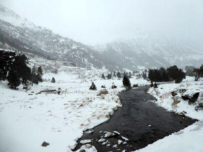 P1090091 - Vistas y carreteras del fondo del Valle de Benasque.