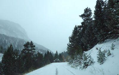 P1090092 - Vistas y carreteras del fondo del Valle de Benasque.
