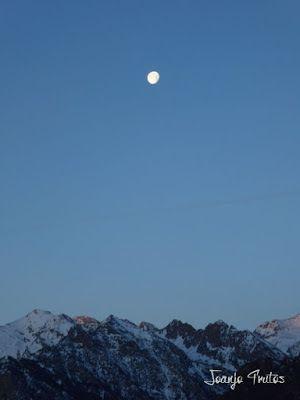 P1100291 - Cuando se escapa la Luna llena en el Valle de Benasque