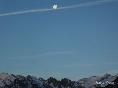 P1100293 - Cuando se escapa la Luna llena en el Valle de Benasque