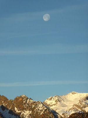 P1100297 - Cuando se escapa la Luna llena en el Valle de Benasque
