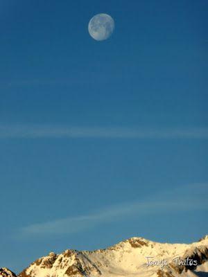 P1100300 - Cuando se escapa la Luna llena en el Valle de Benasque