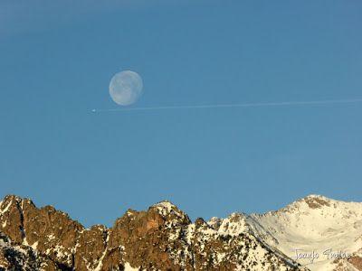 P1100301 - Cuando se escapa la Luna llena en el Valle de Benasque