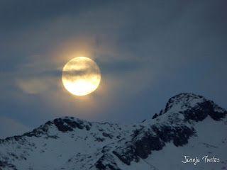 P1100728 - Cambio de mes con Luna Azul.
