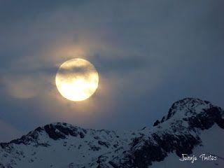 P1100729 - Cambio de mes con Luna Azul.