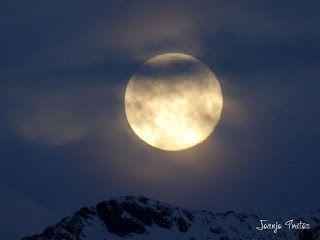 P1100730 - Cambio de mes con Luna Azul.
