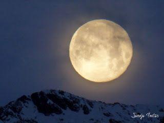 P1100736 - Cambio de mes con Luna Azul.
