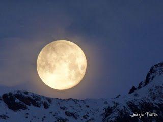 P1100738 - Cambio de mes con Luna Azul.