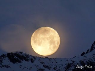 P1100739 - Cambio de mes con Luna Azul.