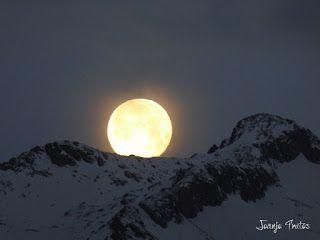 P1100742 - Cambio de mes con Luna Azul.
