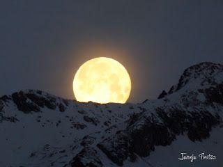 P1100744 - Cambio de mes con Luna Azul.