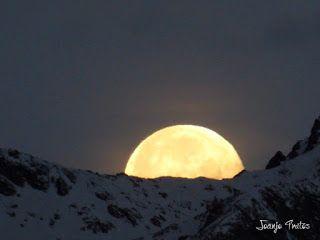 P1100751 - Cambio de mes con Luna Azul.