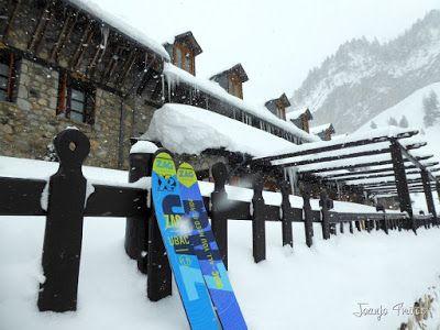 P1110238 - Visitando los 3 m de nieve del Refugio de La Renclusa, Valle de Benasque.