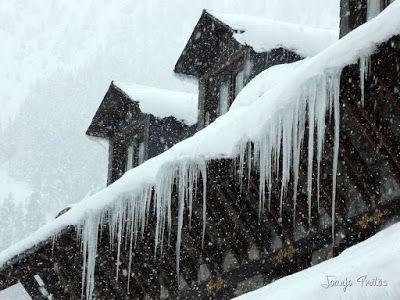 P1110240 - Visitando los 3 m de nieve del Refugio de La Renclusa, Valle de Benasque.