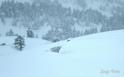 P1110247 - Visitando los 3 m de nieve del Refugio de La Renclusa, Valle de Benasque.
