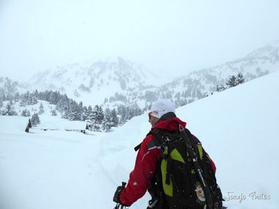 P1110258 - Visitando los 3 m de nieve del Refugio de La Renclusa, Valle de Benasque.