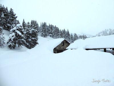 P1110260 - Visitando los 3 m de nieve del Refugio de La Renclusa, Valle de Benasque.