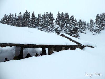 P1110264 - Visitando los 3 m de nieve del Refugio de La Renclusa, Valle de Benasque.
