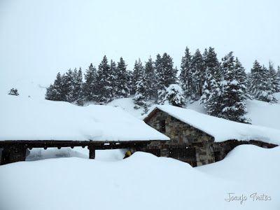 P1110266 - Visitando los 3 m de nieve del Refugio de La Renclusa, Valle de Benasque.