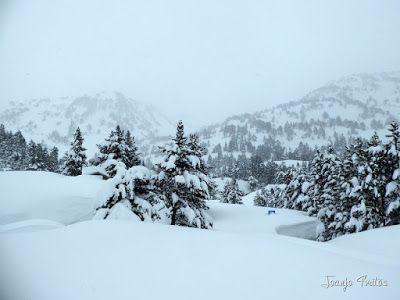 P1110269 - Visitando los 3 m de nieve del Refugio de La Renclusa, Valle de Benasque.