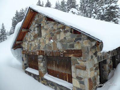 P1110270 - Visitando los 3 m de nieve del Refugio de La Renclusa, Valle de Benasque.