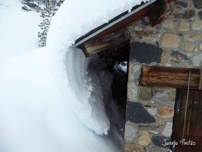 P1110273 - Visitando los 3 m de nieve del Refugio de La Renclusa, Valle de Benasque.