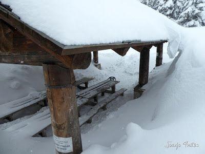 P1110274 - Visitando los 3 m de nieve del Refugio de La Renclusa, Valle de Benasque.