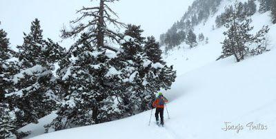 P1110294 - Visitando los 3 m de nieve del Refugio de La Renclusa, Valle de Benasque.