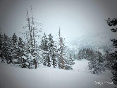 P1110300 - Visitando los 3 m de nieve del Refugio de La Renclusa, Valle de Benasque.