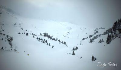 P1110315 - Visitando los 3 m de nieve del Refugio de La Renclusa, Valle de Benasque.