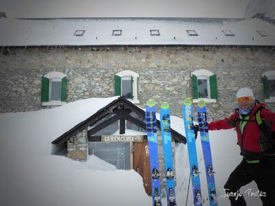 P1110318 - Visitando los 3 m de nieve del Refugio de La Renclusa, Valle de Benasque.