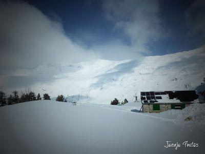 P1110328 - Visitando los 3 m de nieve del Refugio de La Renclusa, Valle de Benasque.