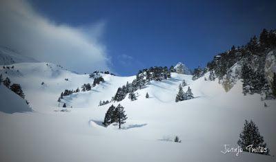 P1110329 - Visitando los 3 m de nieve del Refugio de La Renclusa, Valle de Benasque.