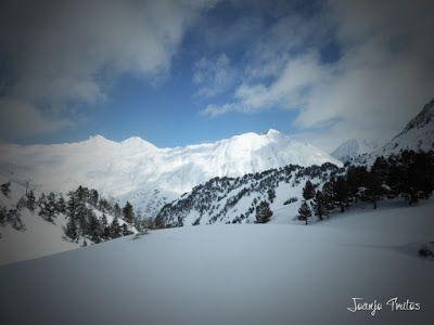 P1110346 - Visitando los 3 m de nieve del Refugio de La Renclusa, Valle de Benasque.
