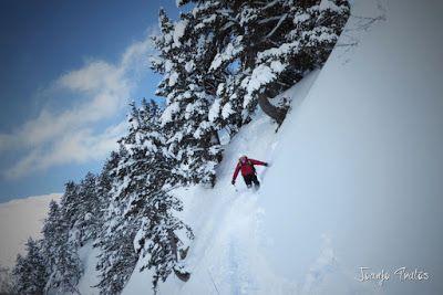 P1110354 - Visitando los 3 m de nieve del Refugio de La Renclusa, Valle de Benasque.