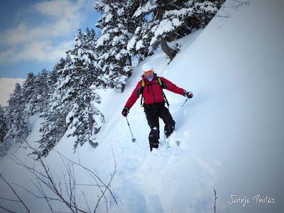 P1110355 - Visitando los 3 m de nieve del Refugio de La Renclusa, Valle de Benasque.