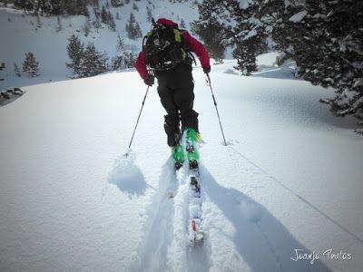 P1110357 - Visitando los 3 m de nieve del Refugio de La Renclusa, Valle de Benasque.