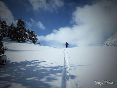 P1110360 - Visitando los 3 m de nieve del Refugio de La Renclusa, Valle de Benasque.