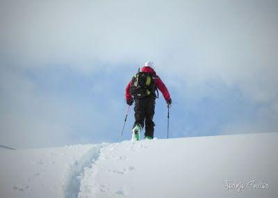 P1110361 - Visitando los 3 m de nieve del Refugio de La Renclusa, Valle de Benasque.