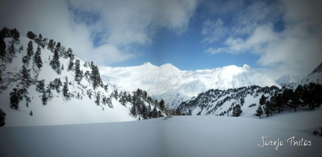 Panorama14 1024x500 - Visitando los 3 m de nieve del Refugio de La Renclusa, Valle de Benasque.