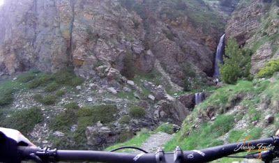 Capturadepantalla2018 06 16alas21.17.14 - Por encima de Las Tres Cascadas en enduro, Cerler.