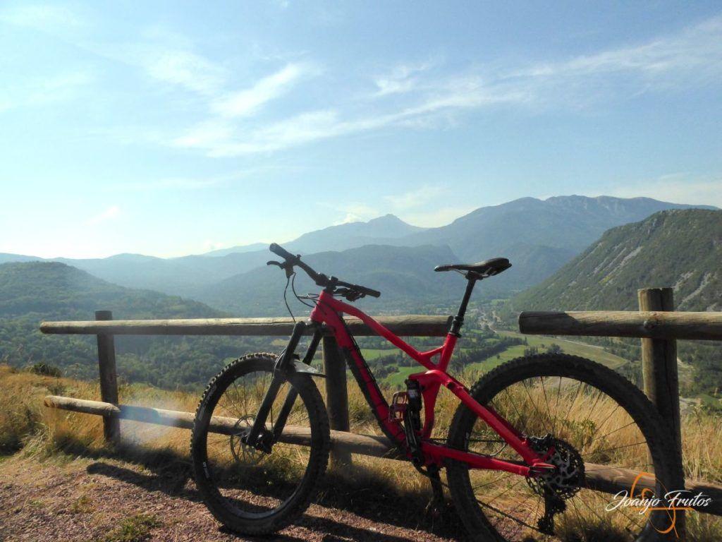 P1160927 1024x768 - Visitamos Castejón de Sos en pedales.