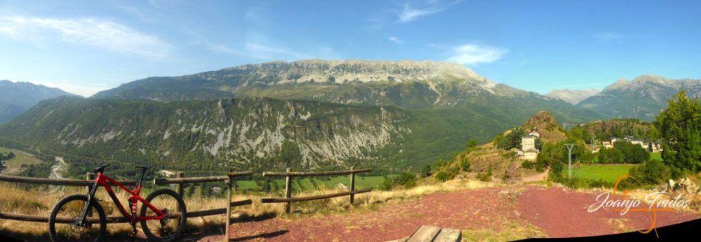 Panorama 1 001 1024x354 - Visitamos Castejón de Sos en pedales.
