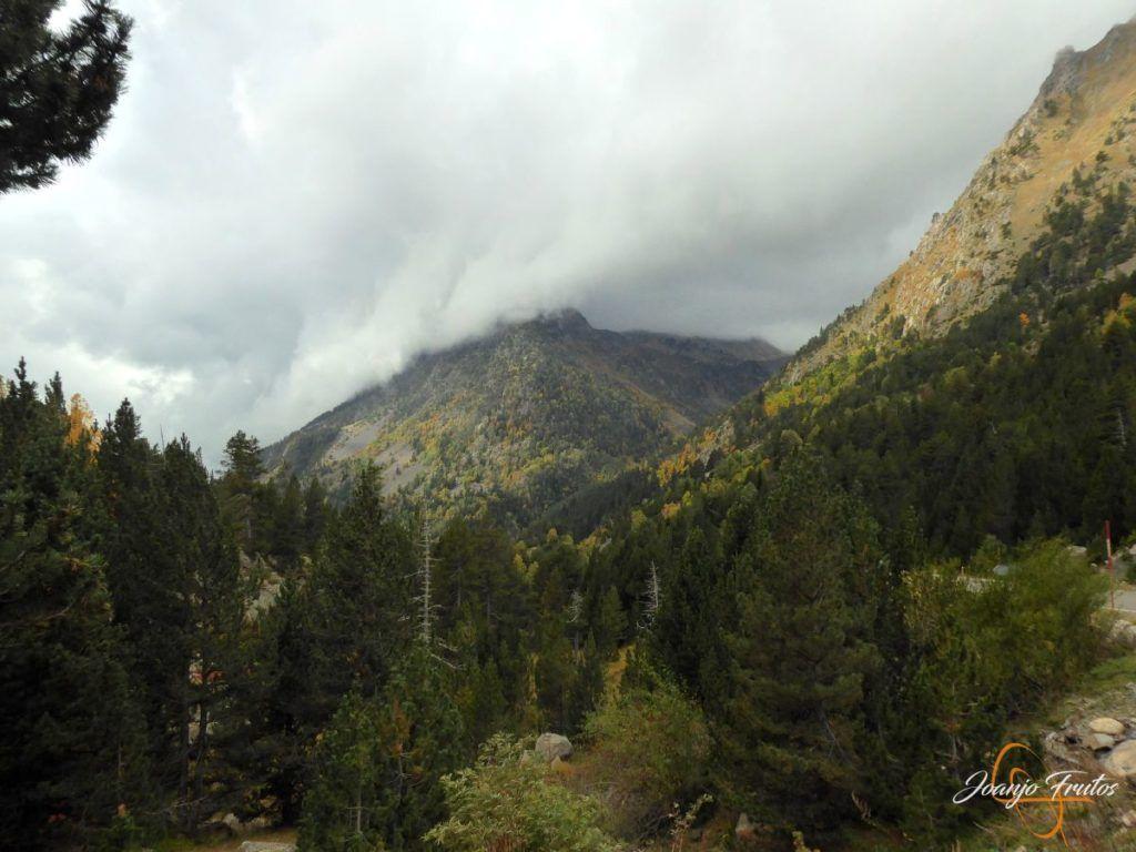 P1190799 1024x768 - Empezamos con colores de otoño, Valle de Benasque.